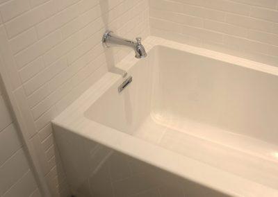 Stylish rectangular tub